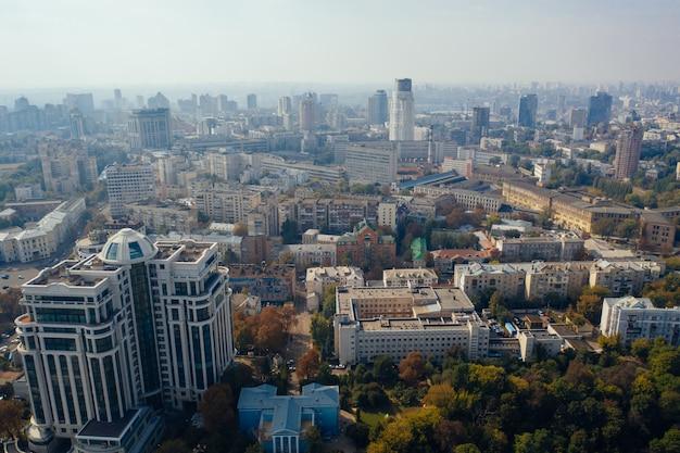 Stolica kijowa na ukrainie. widok z lotu ptaka.