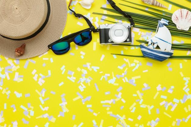Stołowego widoku anteny wizerunek rzeczy podróżować wakacje letni tła pojęcie.