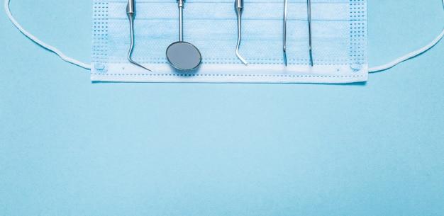 Stomatologiczne instrumenty medyczne.