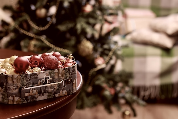 Stonowana piłka do dekoracji świątecznych