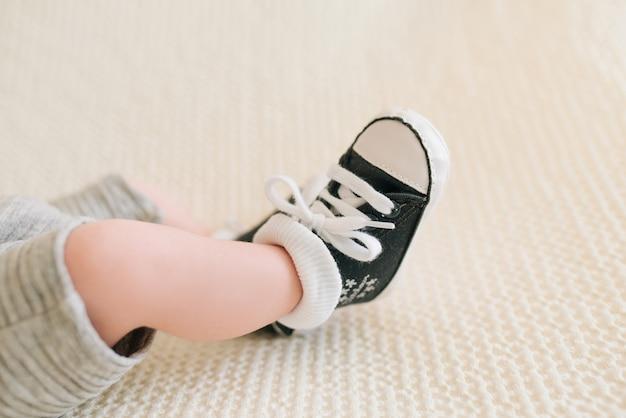 Stopy noworodka trampki, selektywne focus