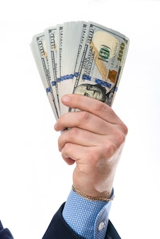 Stos banknotów dolarowych na męskiej dłoni na białym tle