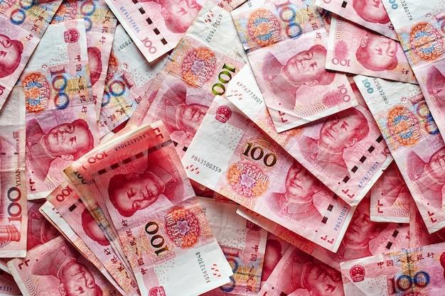 Stos banknotów rmb chińskiego juana pieniądze