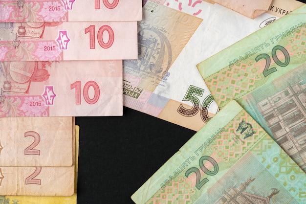 Stos banknotów ukraińskiej hrywny