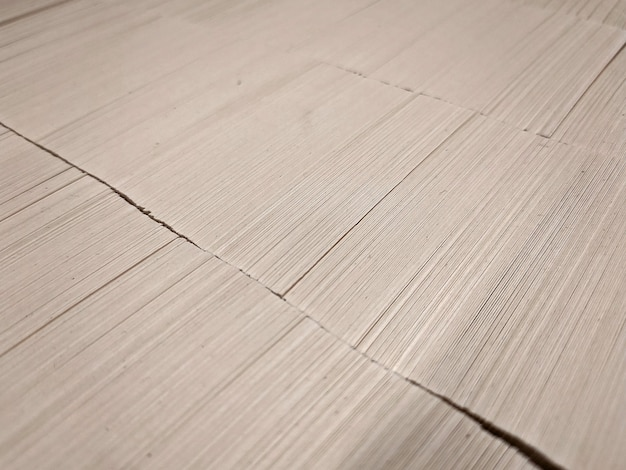 Stos czystego papieru offsetowego jest gotowy do druku