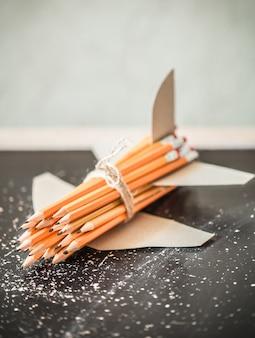 Stos grafitowych ołówków