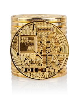 Stos i tył złotej bitcoiny kryptowalutowej