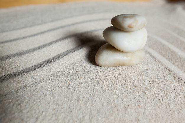 Stos kamyczki białe kamienia