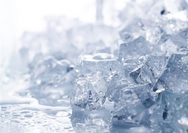 Stos kostek lodu