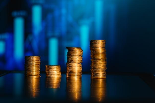 Stos monet, rosnąca wartość wzrostu, zwiększa stopę zysku