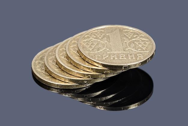 Stos monet ukraińskich hrywien