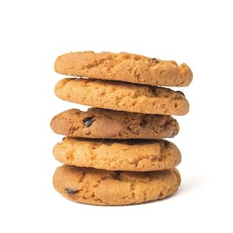 Stos pięciu plików cookie samodzielnie na białej powierzchni