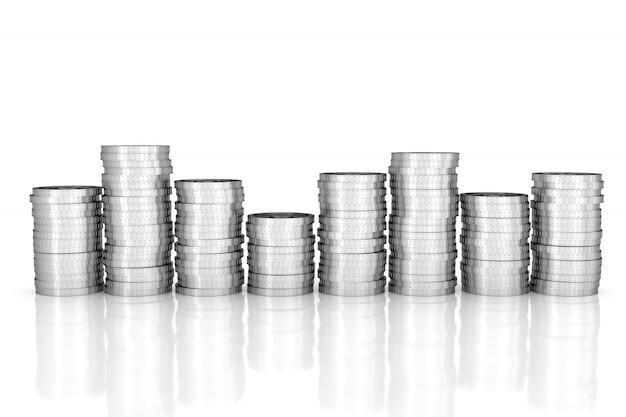 Stos srebrnych monet na białym tle