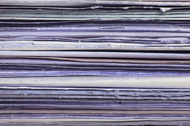 Stos starych, zniszczonych folderów. stary papier tekstura tło