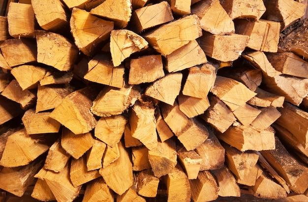 Stos tle drewna opałowego
