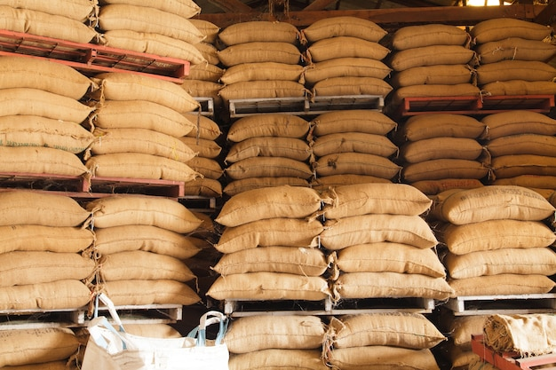 Stos worków konopnych ryżu