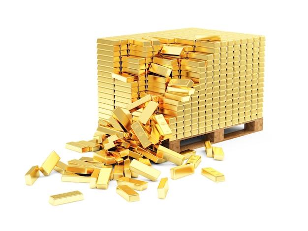 Stos złotych sztabek na drewnianej palecie na białym tle