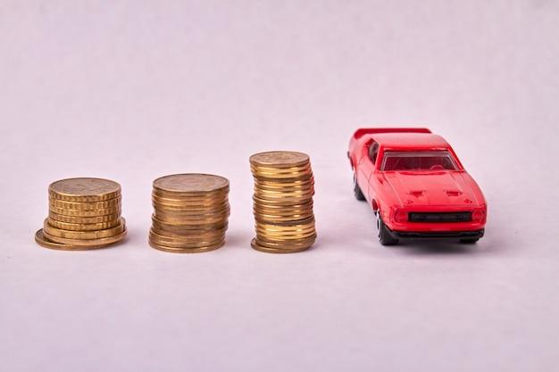 Stosy monet o różnej wysokości symbolizują wzrost gospodarczy
