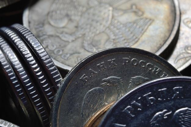 Stosy monet rubli rosyjskich strzał z bliska. makro.