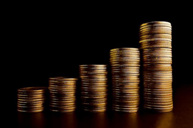 Stosy złotych monet