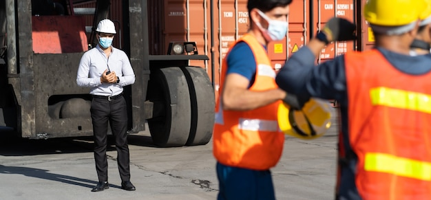 Strajk pracowników na placu kontenerowym.