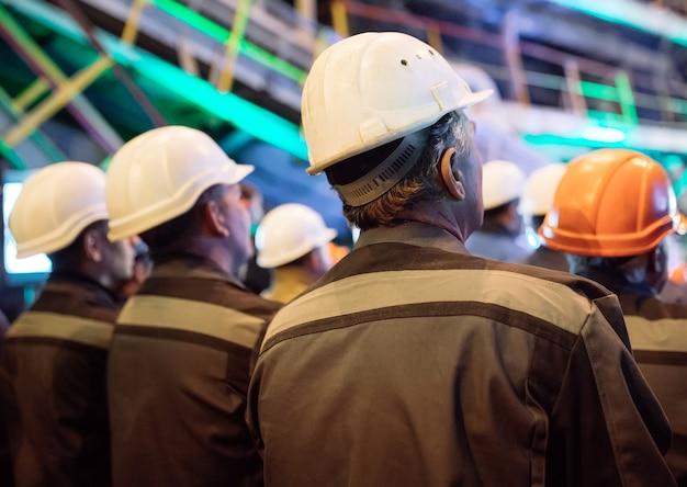 Strajk pracowników w przemyśle ciężkim.