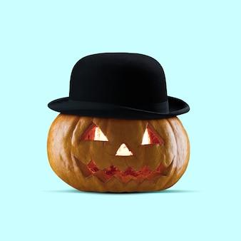 Straszna dynia na niebieskim tle noc strachu nowoczesny design z męskim kapeluszem