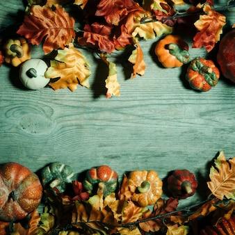 Straszna kompozycja halloween z miejscem na kopię w środku