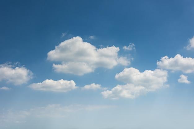 Stratosfera niebieski obłok na zewnątrz przestrzeni