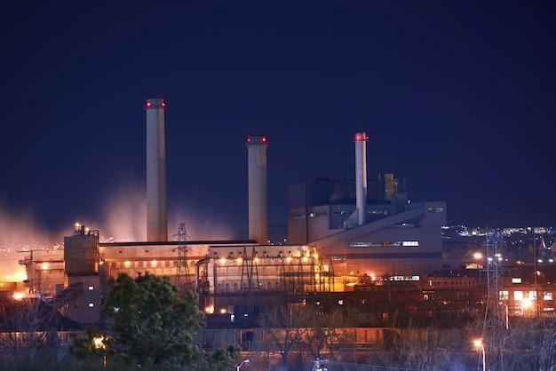 Strefa przemysłowa w nocy