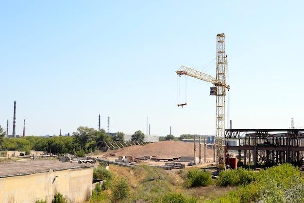Strefa przemysłowa żurawi wieżowych w mieście