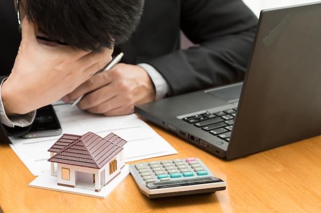 Stres związany z zadłużeniem mieszkaniowym, który ma utrzymywać bank