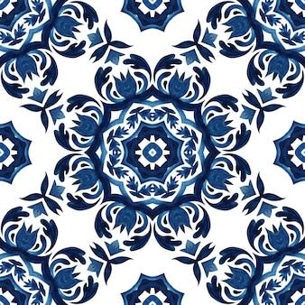 Streszczenie bezszwowe ozdobne adamaszku akwarela indygo farby wzór. śródziemnomorski motyw kwiatowy. wspaniały projekt płytek ceramicznych