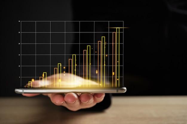 Streszczenie biznesowy wykres lub raport na smartfonie ze wzrostem.