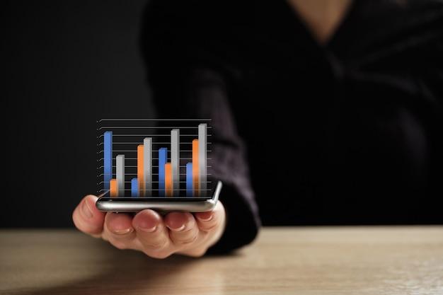 Streszczenie biznesowy wykres lub raport na smartfonie.