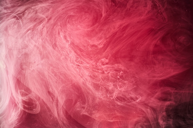 Streszczenie czerwone tło oceanu, rubinowe farby w wodzie, żywe, jasne, szkarłatne dymne tapety