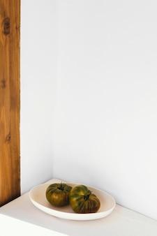 Streszczenie minimalne warzywa pojęcie w talerzu