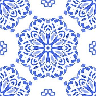 Streszczenie niebieski i biały ręcznie malowane płytki teksturowane bez szwu ozdobnych akwarela wzór.