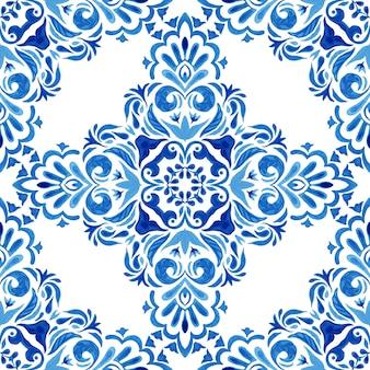 Streszczenie niebieski i biały ręcznie rysowane adamaszku dachówka bez szwu ozdobnych retro farby akwarelowe wzór. inspirowane portugalskimi płytkami ceramicznymi. krzyż kwiatowy