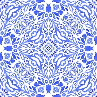 Streszczenie niebieski i biały ręcznie rysowane dachówka bezszwowe ozdobne farby akwarelowe wzór. może służyć jako kartka świąteczna lub tło, tkaniny i płytki ceramiczne, zastawa stołowa