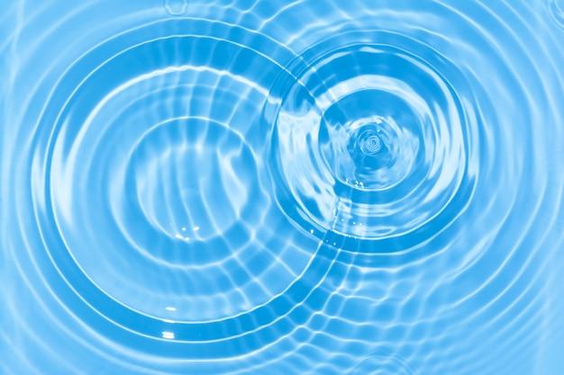 Streszczenie niebieskie koło kropla wody marszczyć