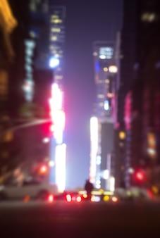Streszczenie niewyraźne tło miasta. duże miasta latarnie uliczne w nocy. światła i cienie nowego jorku