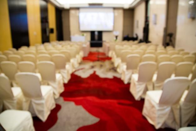 Streszczenie niewyraźne zdjęcie sali konferencyjnej. sala konferencyjna seminaryjna w hotelu