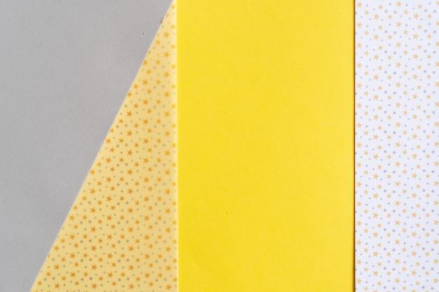 Streszczenie nowoczesne tło z papieru czerpanego w ostatecznych szarych i rozświetlających żółtych modnych kolorach