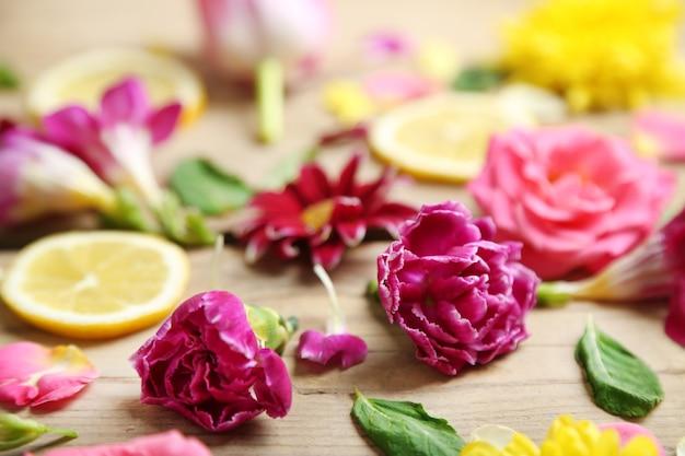 Streszczenie powierzchni z pięknymi kwiatami