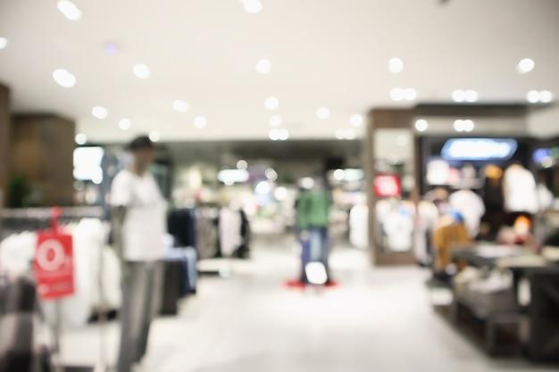 Streszczenie rozmycie butiku odzieżowego wyświetla wnętrze centrum handlowego tła