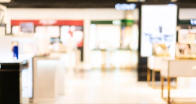 Streszczenie rozmycie i rozmycie działu kosmetycznego we wnętrzu centrum handlowego na tle