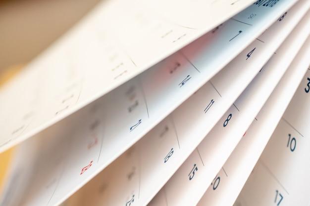 Streszczenie rozmycie strony kalendarza przerzucanie arkusza z bliska tła
