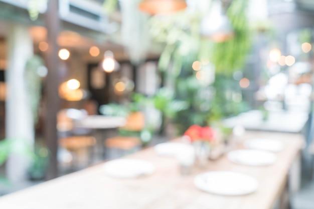 Streszczenie rozmycie tabeli ustawione na stole do jadalni