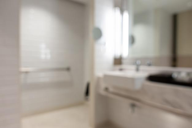 Streszczenie rozmycie wnętrza łazienki na tle